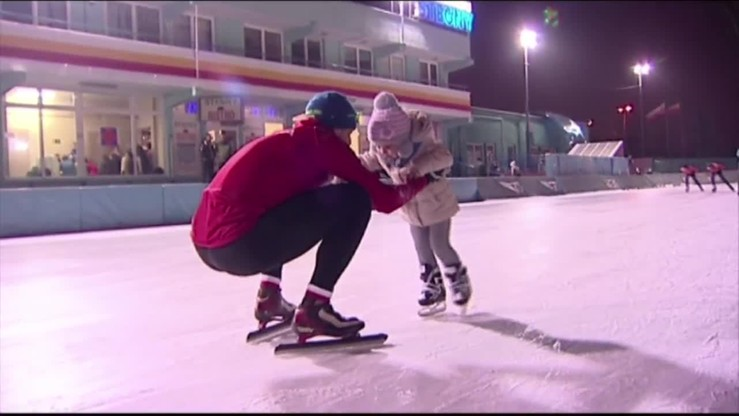 Córeczka Zbigniewa Bródki po raz pierwszy na łyżwach