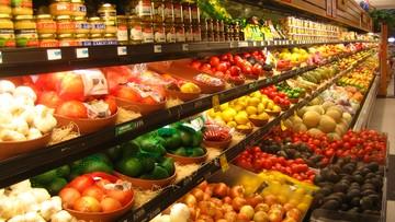 19-11-2015 09:11 Polacy jedzą mniej kalorycznie i częściej poza domem