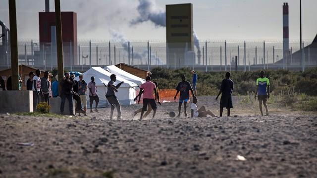 Francja dostanie pieniądze na walkę z kryzysem imigracyjnym w Calais