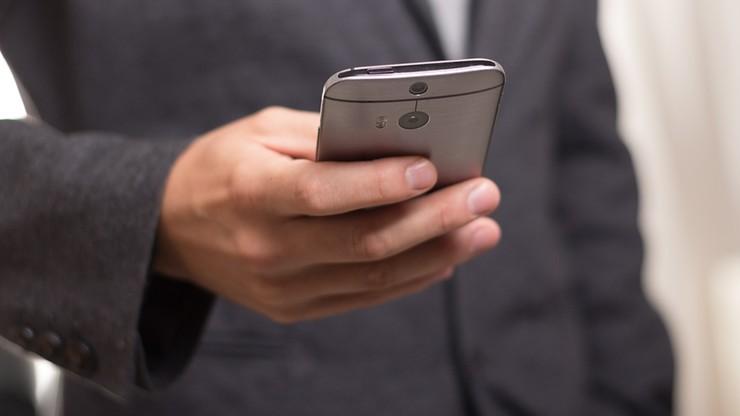 """Blokada sms-ów na telefonach służbowych. Deutsche Bank """"odnawia wizerunek firmy"""""""