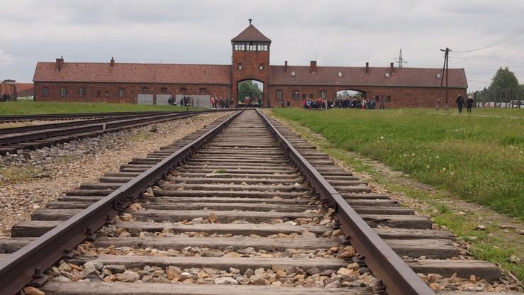 Anglicy staną przed sądem za kradzież w Muzeum Auschwitz