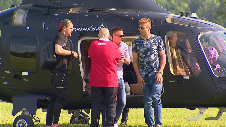 Część kadrowiczów przyleciała na zgrupowanie helikopterem