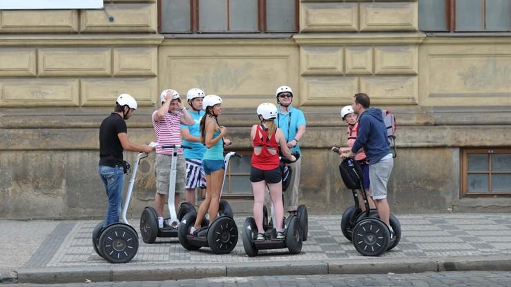 W historycznym centrum Pragi segwayem nie pojedziesz