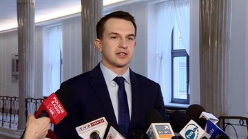 """20-02-2017 11:40 """"Obniża zdolność bojową polskiej armii"""". Szłapka o szefie MON"""