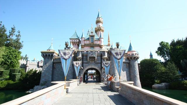 Disneyland pod lupą Komisji Europejskiej. Park rozrywki łamie prawo?