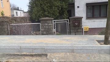 09-05-2017 18:14 Wybudowali im chodnik na wysokości pasa. Mieszkańcy mają problem z wyjściem z posesji