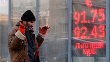 21-01-2016 22:52 Rubel rekordowo tani. Bank Centralny zwołał nadzwyczajne spotkanie