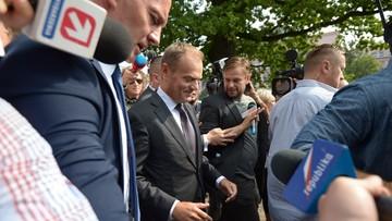 Donald Tusk przybył na przesłuchanie w prokuraturze. Chodzi o sekcje ofiar katastrofy smoleńskiej