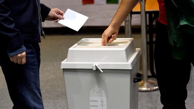 """Węgry: wyborcy deklarują przeważnie głos na """"nie"""""""