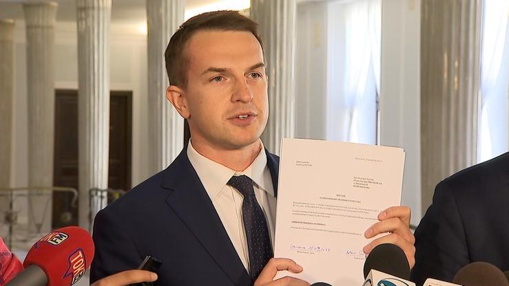 """""""Kluczową kwestią jest, żeby odciąć koryto PiS-owi"""". Nowoczesna chce umów o współpracy spółek Skarbu Państwa z Polską Fundacją Narodową"""