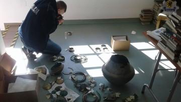 18-07-2017 12:44 Ponad 200 zabytków sprzed 2,8 tys. lat. Policja odzyskała skarb z Miastka