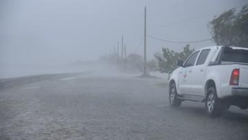 08-09-2017 05:12 Irma pustoszy brytyjskie wyspy Turks i Caicos. Podąża w kierunku Florydy