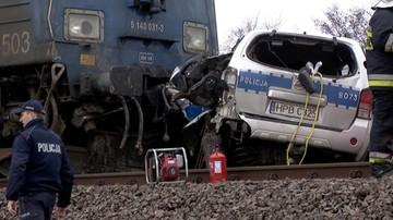 Pociąg uderzył w radiowóz. Nie żyje policjant