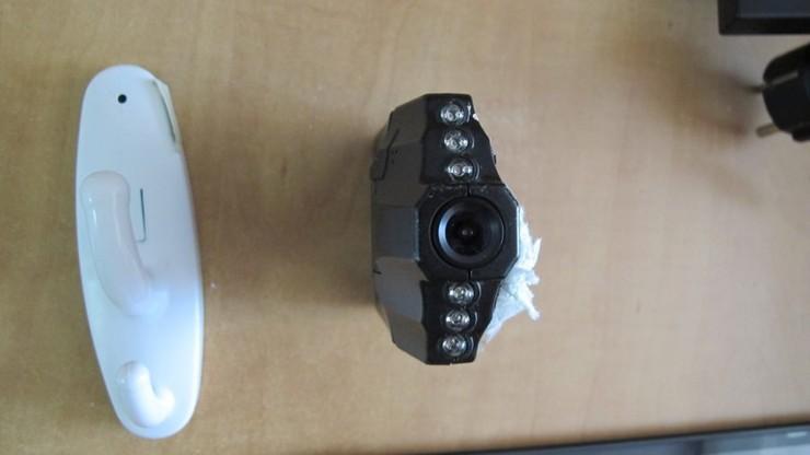 Montował ukryte kamery w toaletach i nagrywał użytkowników. Wpadł przez haczyk