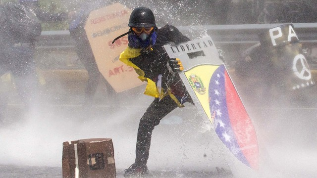 Wenezuela: Kilkadziesiąt osób zostało rannych w starciach z siłami bezpieczeństwa