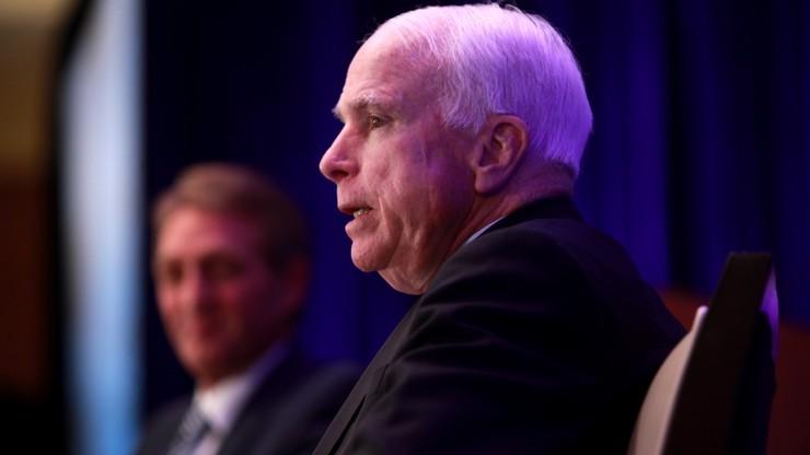 """McCain obawia się współpracy Trumpa z """"dawnym agentem KGB"""" Putinem"""