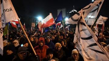 17-12-2016 02:52 Chcieli zatrzymać samochody premier Szydło i Kaczyńskiego. Interweniowała policja