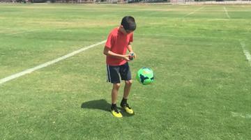 2015-09-09 Żonglerki i układnie kostki Rubika jednocześnie? Dla 11-latka to nic trudnego!