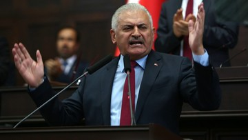 19-07-2016 14:15 Premier Turcji obiecuje przestrzegać prawa przy oskarżaniu spiskowców