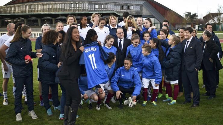 Francuscy piłkarze i prezydent Hollande powrócili na Stade de France