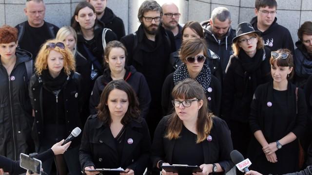 #CzarnyProtest: Partia Razem zachęca do protestu przeciw zaostrzaniu przepisów aborcyjnych