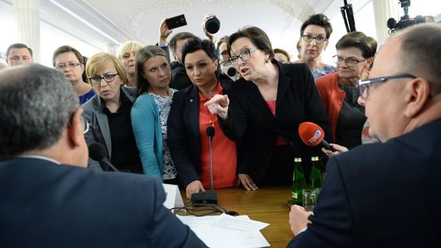 Sejmowa komisja odrzuciła obywatelski projekt zakazujący aborcji. Awantura w Sejmie
