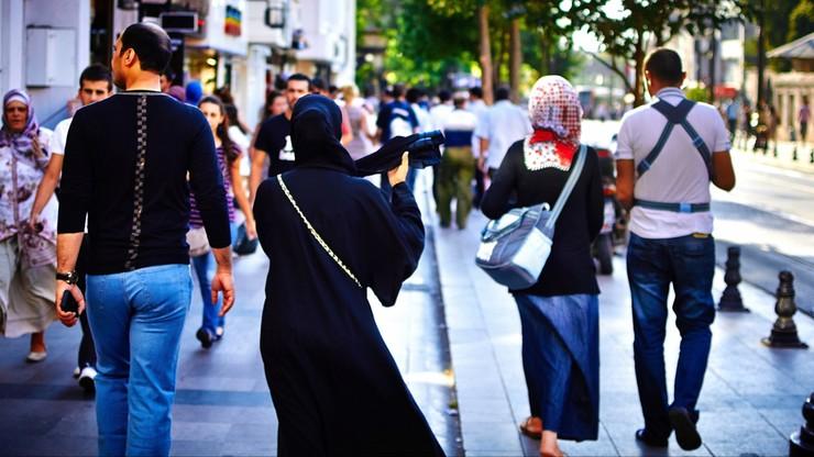 Szwajcarzy wprowadzają zakaz noszenia burki. Po Francji i Belgii