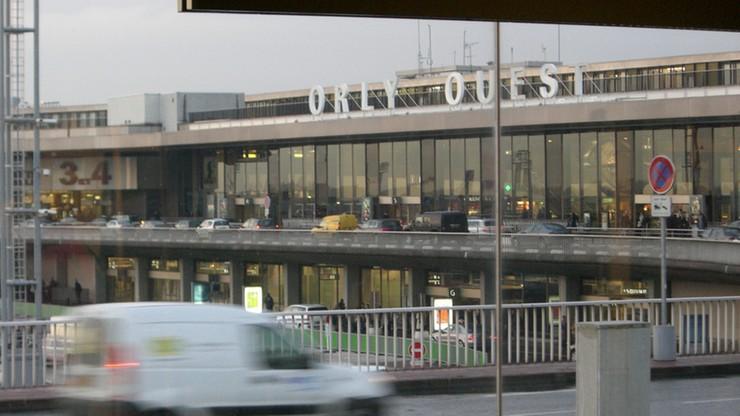 Strajk kontrolerów lotniczych we Francji. Pasażerowie koczowali na Orly