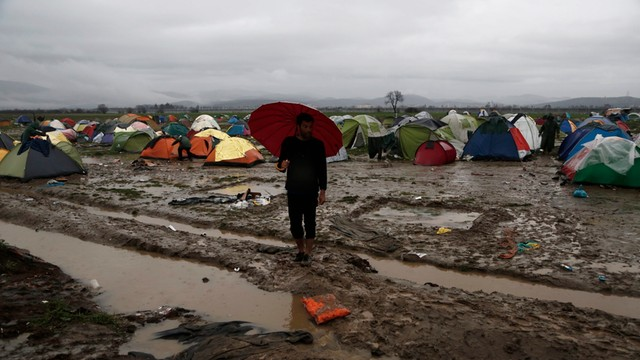 Macedonia liczy, że powstrzymanie migrantów przybliży ją do NATO
