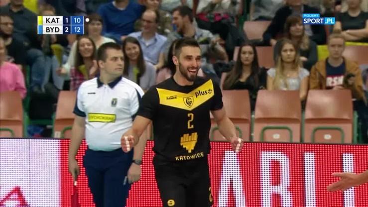 2017-10-04 Gryc padł ofiarą własnego ataku! Libero GKS-u Katowice zdobył punkt