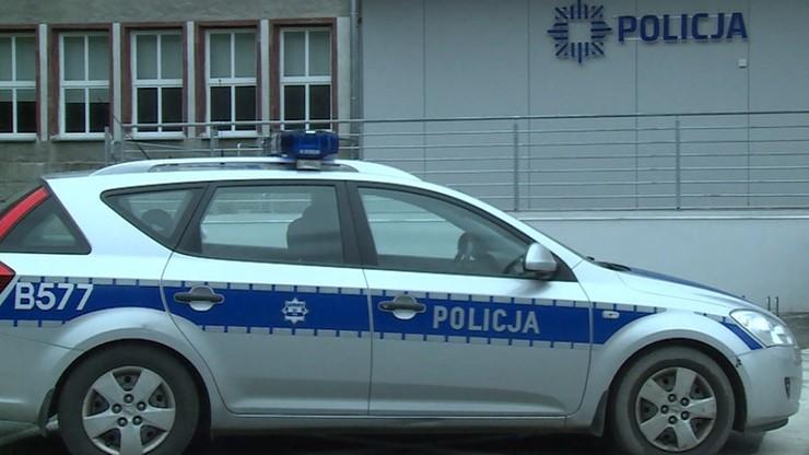 Udawali policjantów; usłyszeli zarzut działania w grupie zbrojnej