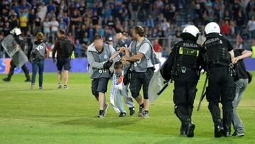 """05-06-2017 19:01 Błaszczak o policjantach w kamizelkach """"foto"""" na stadionie: monitorowali sytuację"""