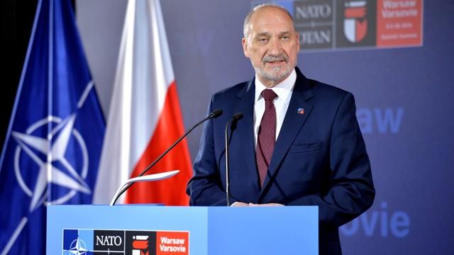 Macierewicz: NATO jest strukturą obronną, która jedynie odpowiada na zagrożenia