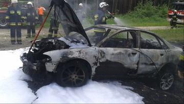 Przyjechali gasić pożar lasu, znaleźli auto, a w nim spalone ciało