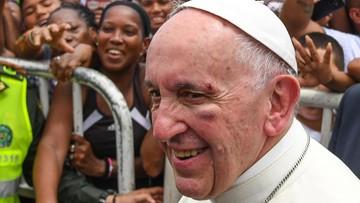 10-09-2017 19:18 Papież Franciszek z niewielkimi obrażeniami na twarzy po gwałtownym hamowaniu papamobile