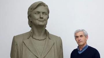 30-06-2016 21:34 Hillary Clinton doceniona w Albanii. Jej popiersie stanęło w mieście Saranda