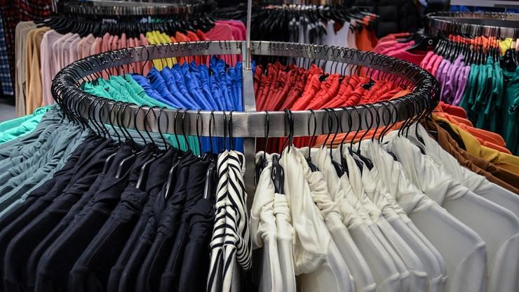 Polacy kupują ubrania w sklepach znanych marek