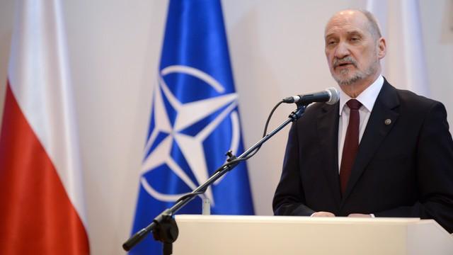 Macierewicz: obecność NATO równie ważna jak wzmocniona polska armia