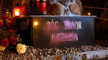 21-11-2016 21:30 Zdewastowano pomnik Żołnierzy Wyklętych na Mazurach
