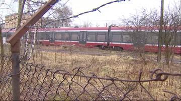 03-03-2016 12:58 Nowoczesne pociągi niszczeją w krzakach. Od ponad 2 lat czekają na remont