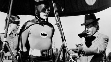 11-06-2017 19:27 Zmarł Adam West, Batman w wersji komediowej. Wcześniej był prezenterem radiowym i... mleczarzem
