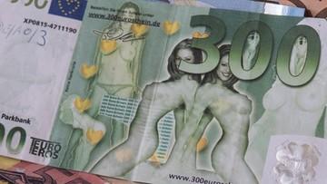 22-07-2016 17:55 Nagie kobiety na porno banknotach euro. Niemiecka policja ostrzega przed oszustami