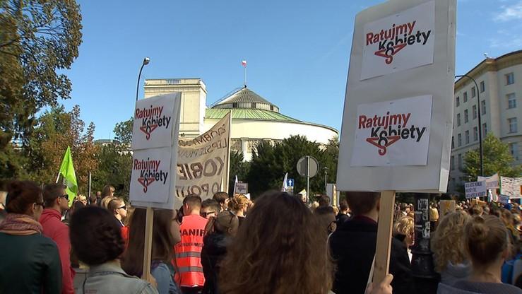 """""""Zawiedliście społeczeństwo obywatelskie"""". KOD apeluje do opozycji o zgłoszenie projektu """"Ratujmy Kobiety"""""""
