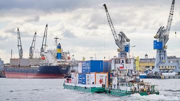 19-04-2017 16:50 Po 40 latach przerwy barka z kontenerami popłynęła Wisłą. Ma promować transport śródlądowy