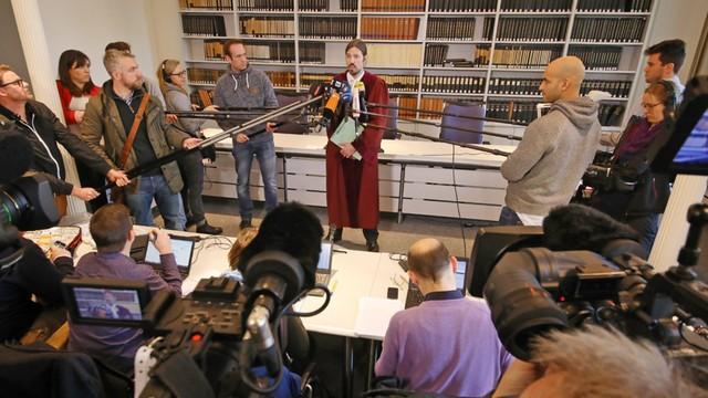 Niemcy: 16-latka skazana za terroryzm - zaatakowała policjanta nożem