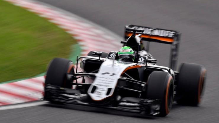 Nico Huelkenberg rozmawia z Renault