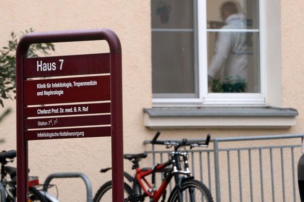 Niemcy: zmarł mężczyzna chory na Ebolę