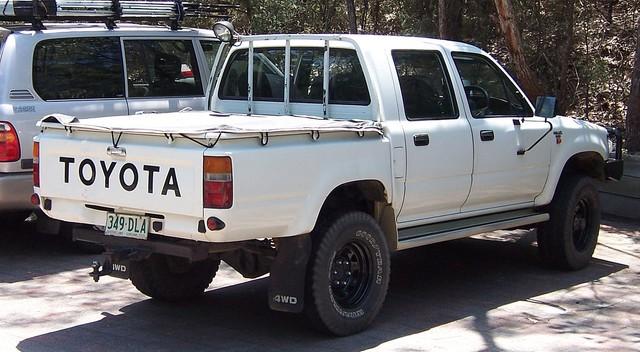 Toyota ulubionym autem dżihadystów - japoński koncern ma kłopoty