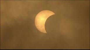 Indonezja: tłumy oglądały zaćmienie słońca