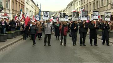 10-04-2016 16:19 Warszawa: marsz z portretami ofiar katastrofy smoleńskiej